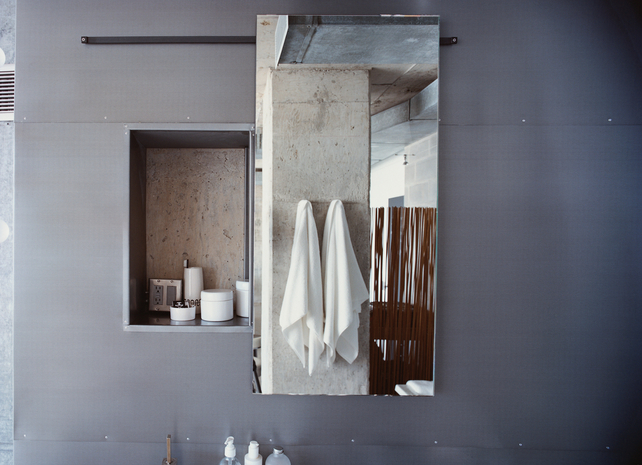hill-house-detail-bathroom