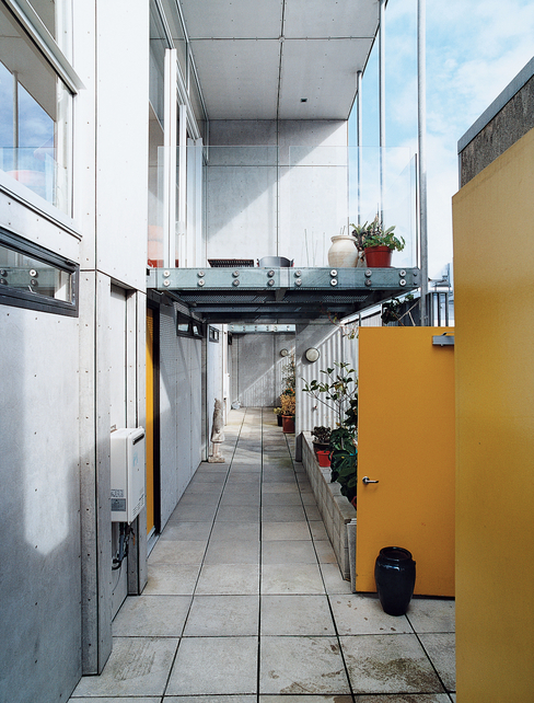 282-wakefield-street-house-exterior-corridor