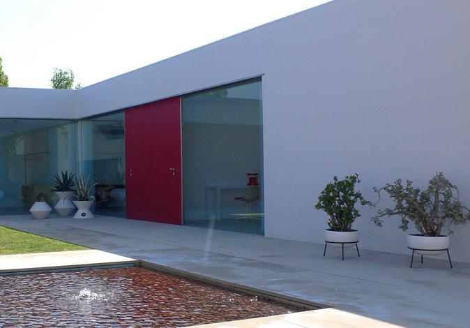 ap_in_Spain_courtyard